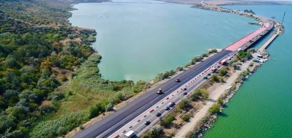 На Хаджибейском мосту под Одессой открыли движение по трем отремонтированным полосам